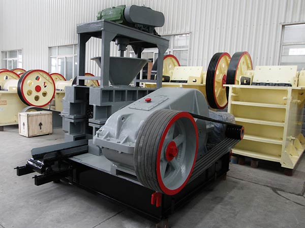 Strong pressure briquetting machine